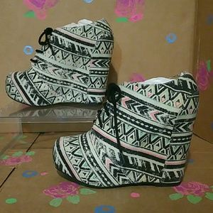 Shi by Journeys White Booties Size 8.5